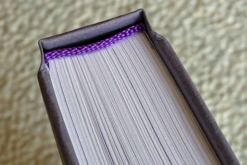 Книга в твёрдом переплёте